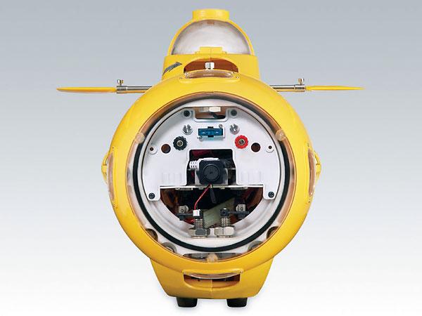 на рыбалке с радиоуправляемой подводной лодкой